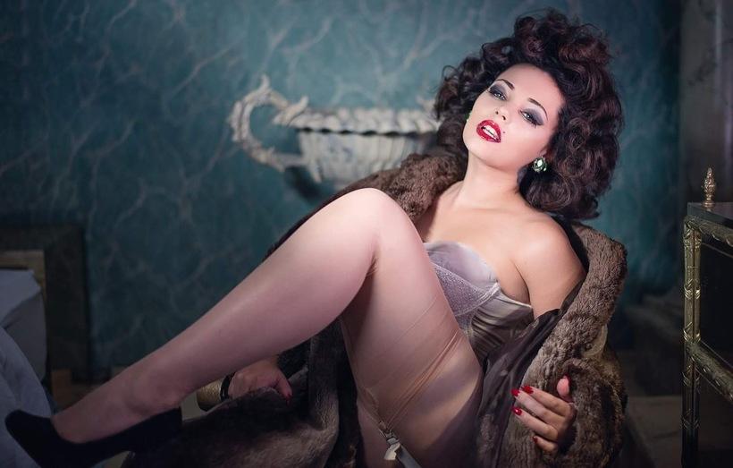 photo by Grainne images Mika Romantic - Burlesque Star