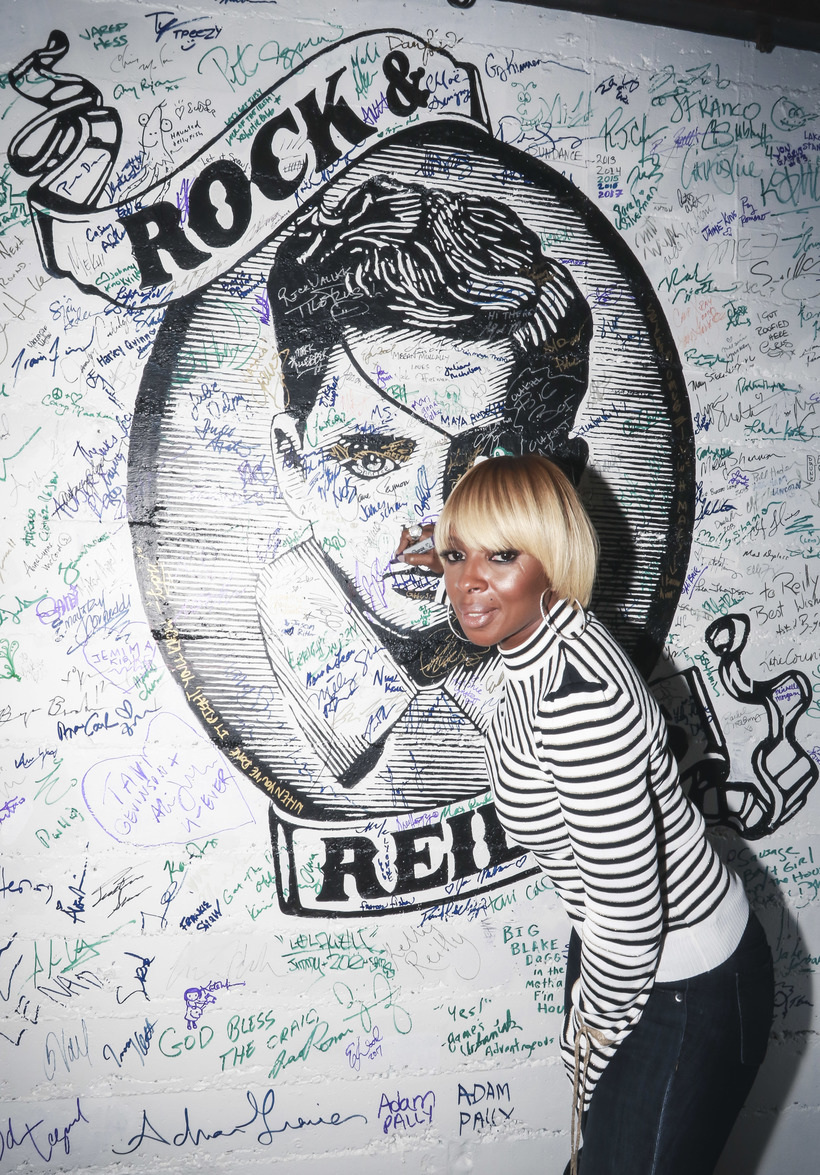 Michael Jacobson Mary J. Blige signing the wall at Rock & Reilly's during the 2017 Sundance Film Festival.