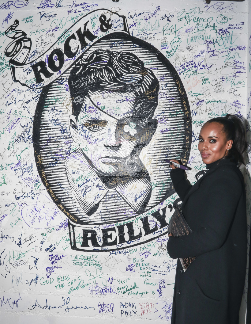 Michael Jacobson Kerry Washington signing the wall at Rock & Reilly's during the 2017 Sundance Film Festival.