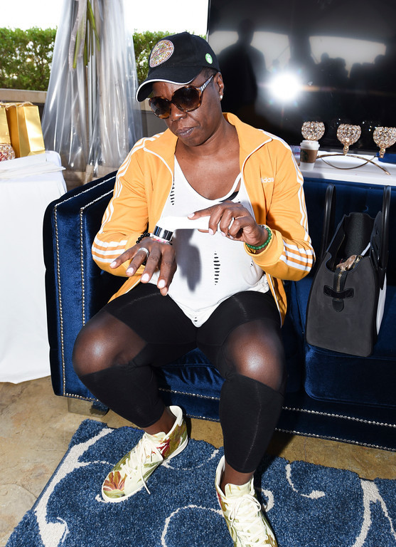 Saturday Night Live star and Emmy nominee Leslie Jones trying the Blooming high-frequency massager at the Pilot Pen & GBK Pre-Emmys Award Celebrity Gift Lounge.