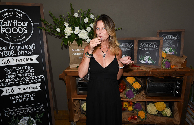Mo Collins tasting the Cali' flour pizza at the Pilot Pen & GBK Pre-Emmys Award Celebrity Gift Lounge.